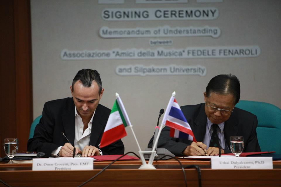 "Signing Ceremony of the Memorandum of Understanding between Silpakorn University and Associazione ""Amici della Musica"" FEDELE FENAROLI Lanciano (CH), Italy."